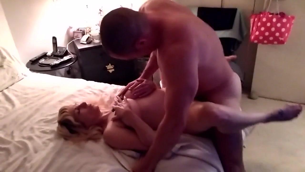 Amigos Porno Hombres esposa follada por un buen amigo en frente del marido cornudo
